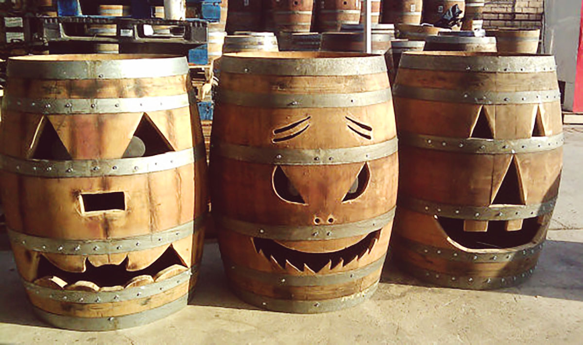 Wine Halloween Decor – Jack-O'-Lantern Wine Barrel |