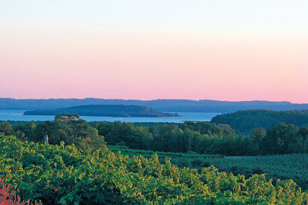 Image Source:http://www.touringandtasting.com/destinations/traverse-city/  | Just Wine