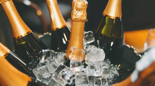 Why Do We Drink Champagne on New Year's Eve? | Just Wine