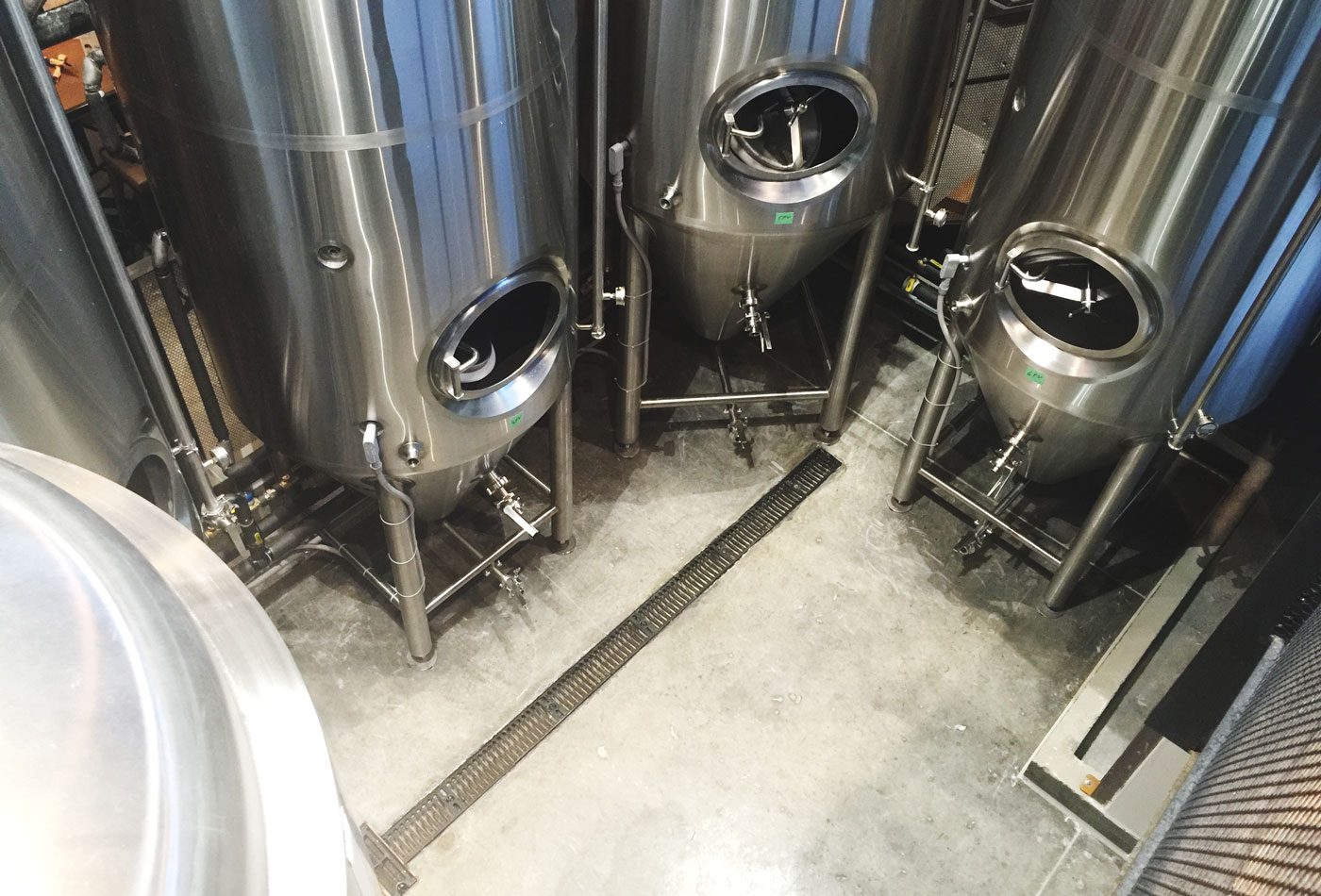 trolley-no-5-five-beer-brewery-fermenters