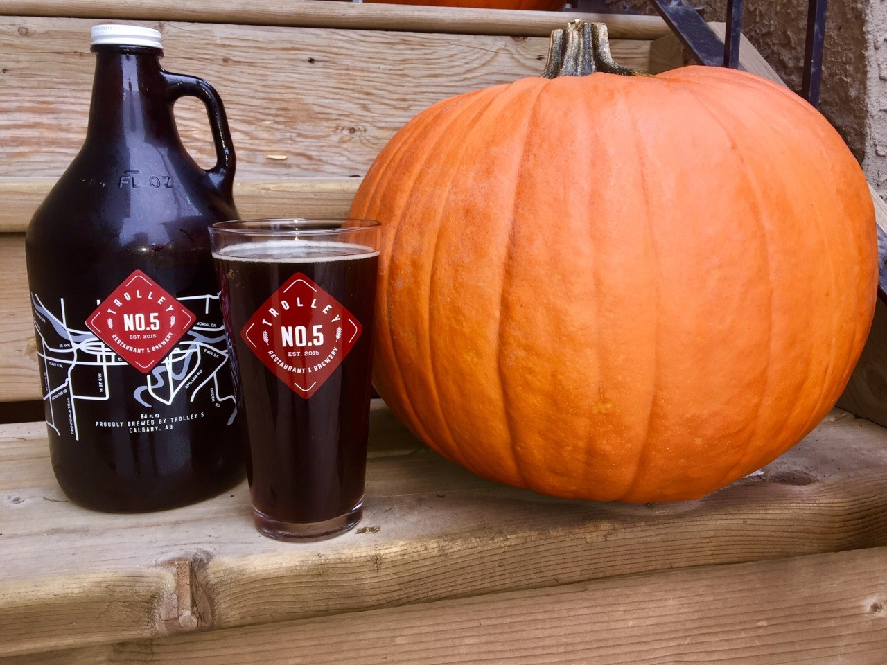 trolley-no-5-charlie-brown-pumpkin-ale-growler