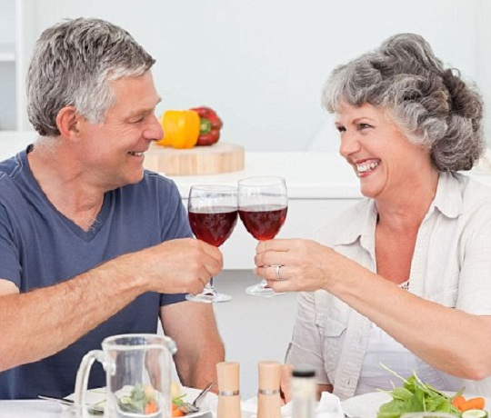 happy-retired-couple-drinking-wine