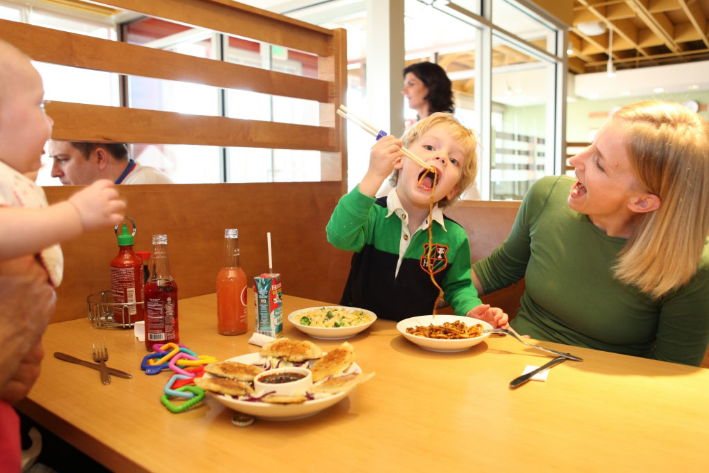 kid-eating-noodles-jap-pan-1024x683_2