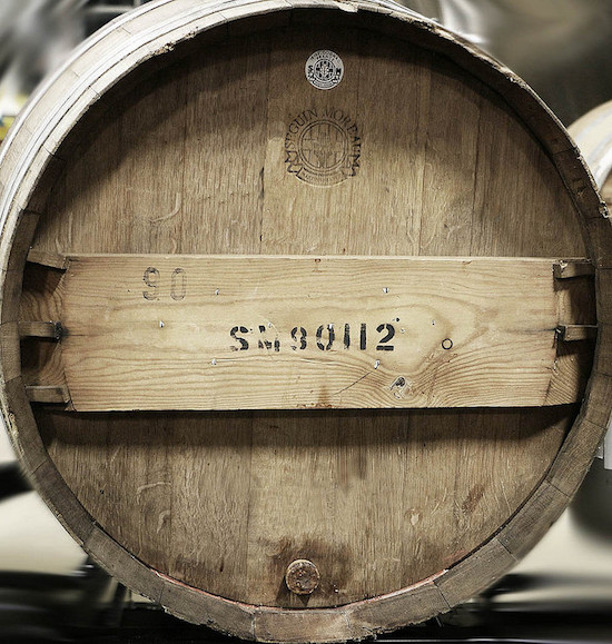 stamp-on-a-wine-barrel-how-to-make-a-wine-barrel-tutorial-cooper-mise-en-rose-justwine