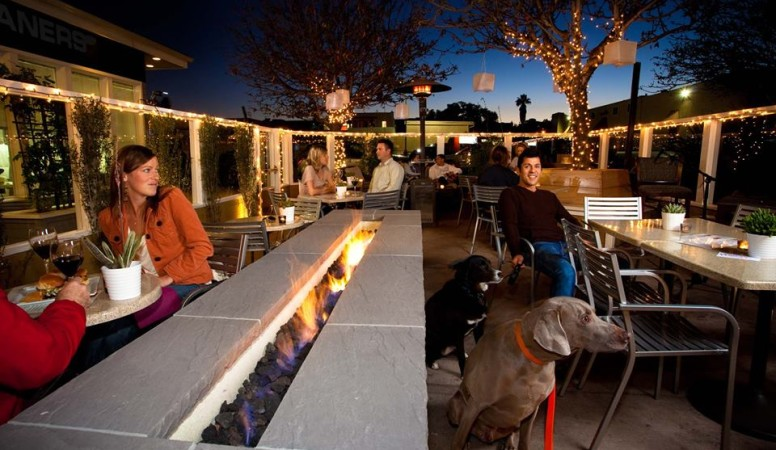 the-wine-pub-patio-776x450