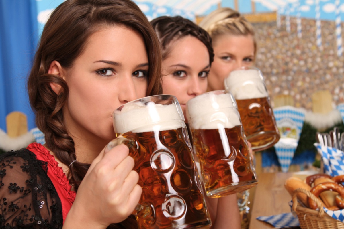 Experts Say That Women Who Drink More Are Smarter