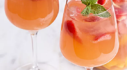 VIDEO: How to Make Mango Strawberry Sangria | Just Wine