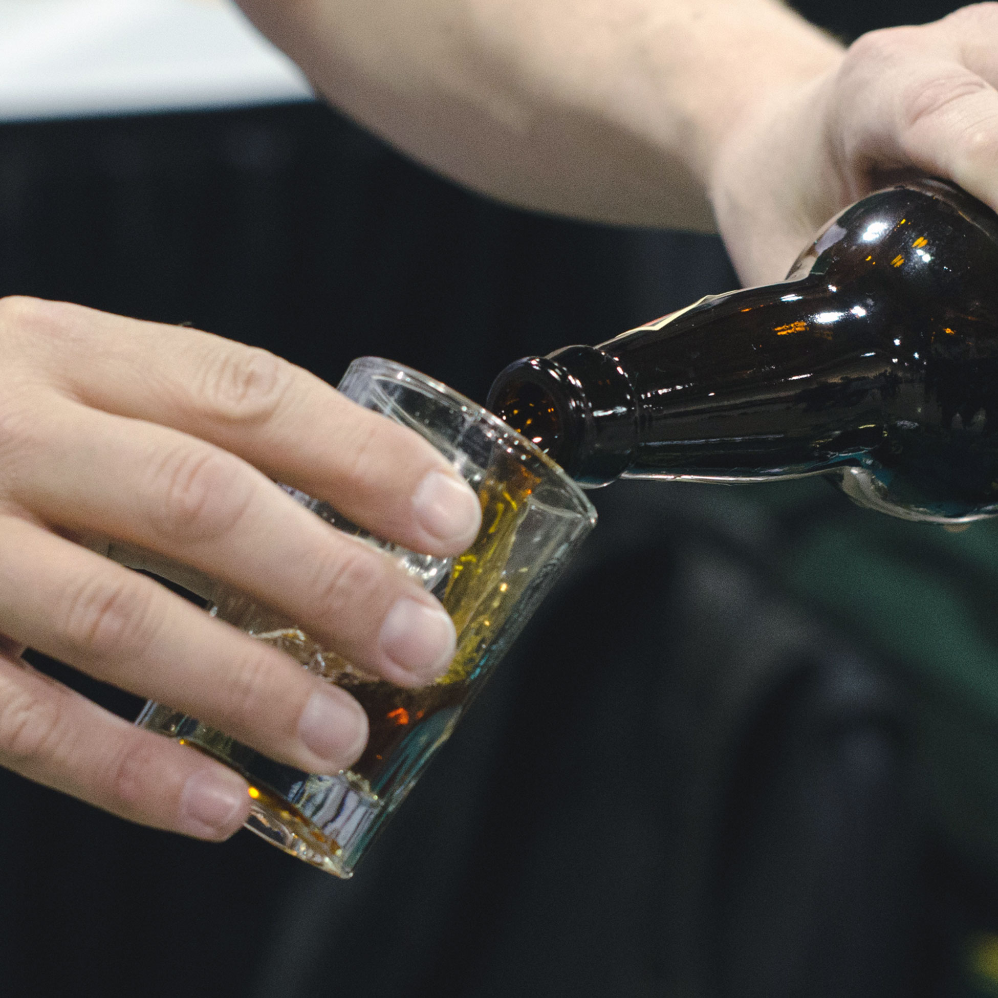 free-images-beer-bottle-pouring-creative-commons-cc-commercial-beer-event-sample