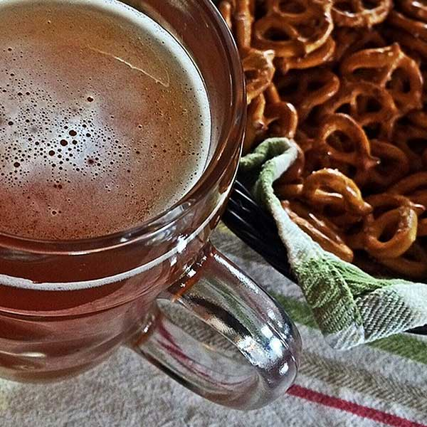 royalty-free-beer-images-pint-pretzels-oktoberfest-creative-commons