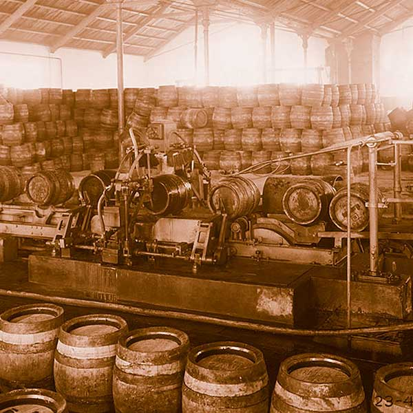 vintage-brewery-free-stock-photo-barrels