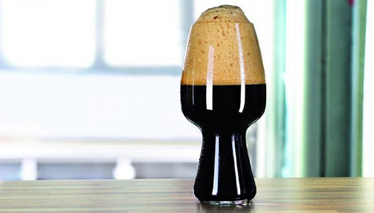 Does the Shape of Your Beer Glass Really Matter? – The Experiment You Can Try at Home