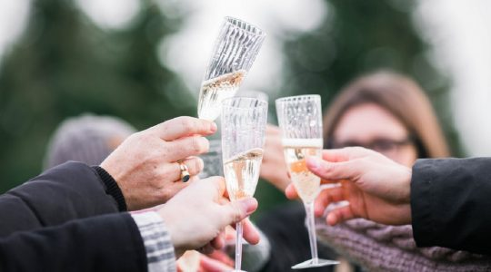 Simple Tips for the Perfect Champagne Toast — Even if Speeches Aren't Your Thing! | Just Wine
