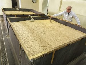 Top fermenting ale yeast at Samuel Smith Brewery