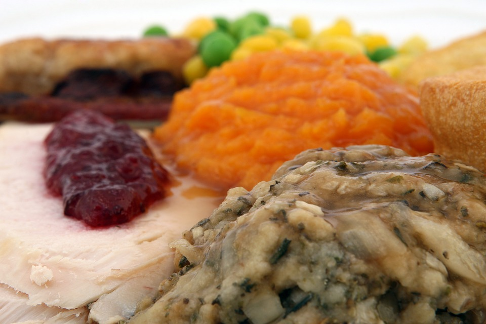 turkey dinner, stuffing, dressing, cranberry, yam, family gathering, food & wine pairings