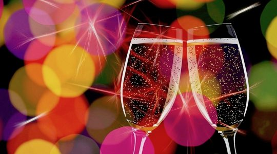 Champagne vs. Prosecco — What's the Difference? | Just Wine