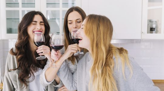 Wine Pong (a.k.a. Prosecco Pong) Drinking Game – What is it and What are the Rules? | Just Wine