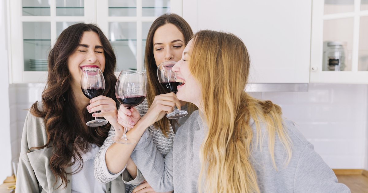 Wine Pong (a.k.a. Prosecco Pong) Drinking Game – What is it and What are the Rules? |