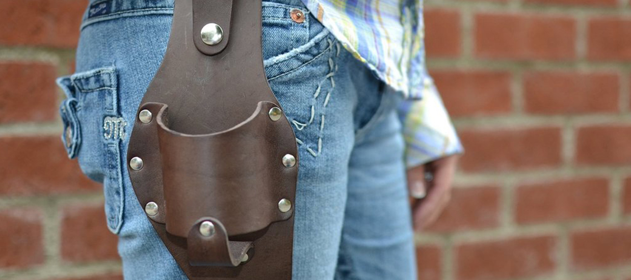 summer-beer-gadgets-beer-holster-leather-justbeer