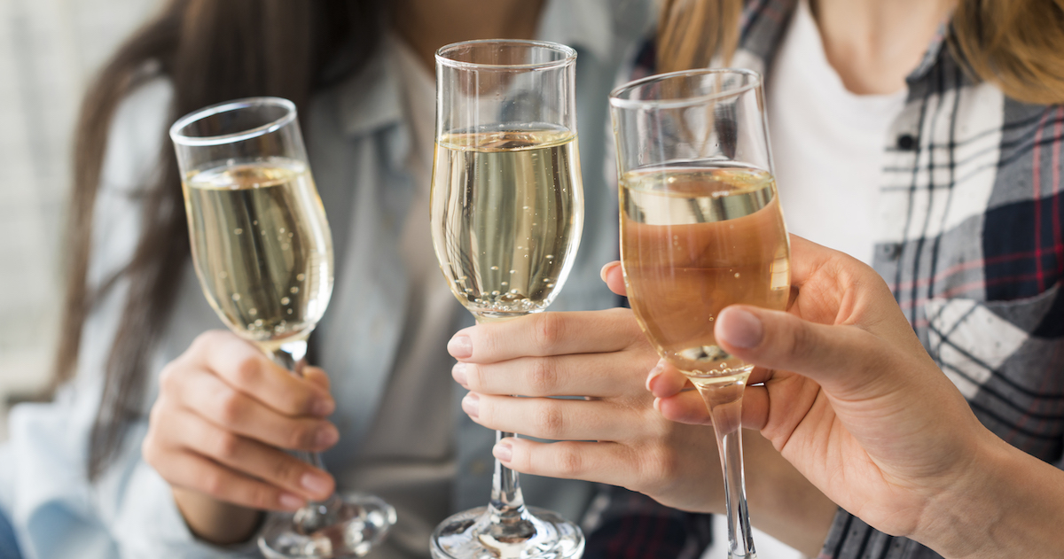 Champagne vs. Sparkling Wine — What's the Difference? |