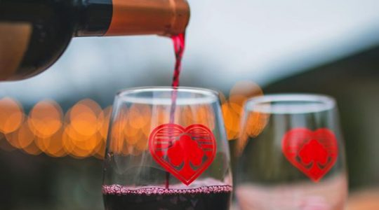 7 Funny & Romantic Valentine's Day Wine Glasses That'll Make the Perfect Gift | Just Wine